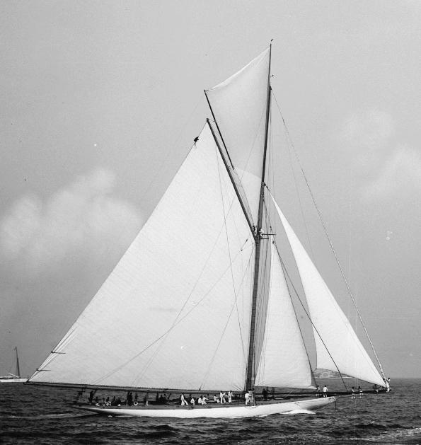 Jsj-750-Columbia_Shamrock_1899